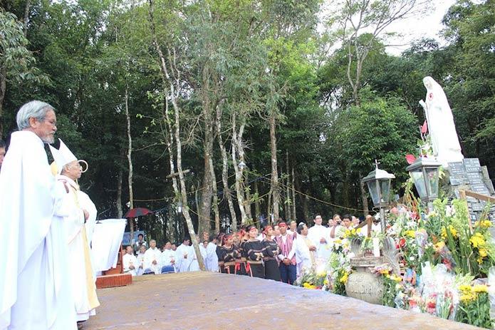 Những câu chuyện tại trung tâm hành hương Mẹ Măng Đen