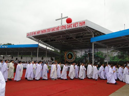 Lễ Bế Mạc Năm Thánh 2010 và Đại Hội La Vang 29 – Ngày trọng đại bên Mẹ La Vang