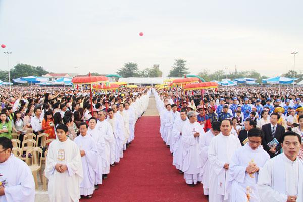 Khắp muôn phương đoàn con cái Mẹ về tham Bế Mạc Năm Thánh 2010 và Đại Hội La Vang 29