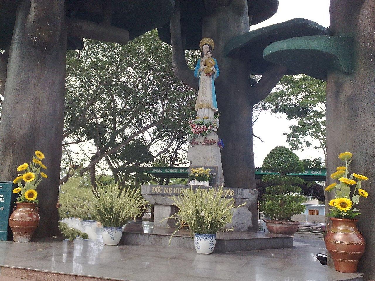 Mẹ La Vang ban cho có con nối dõi tông đường