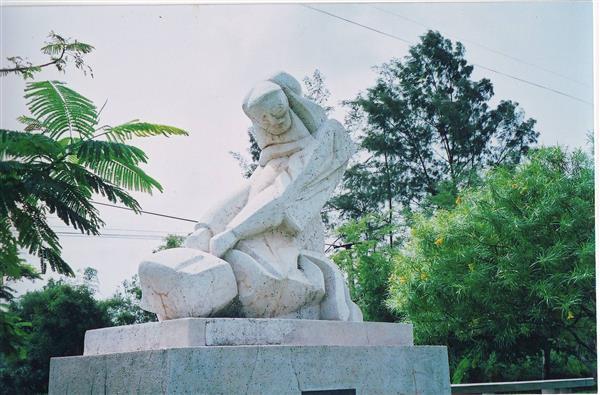 Quần thể tượng ở Thánh địa La Vang