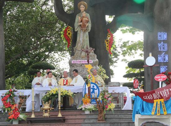 Hành Hương Mẹ La Vang Dâng Thánh Lễ Minh Niên 2014 5N4Đ