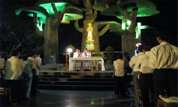 Một ngày trong tháng Đức Mẹ tại linh địa La Vang – 2010