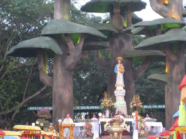 Thánh Lễ Hành Hương kính Đức Mẹ Maria Vô Nhiễm Nguyên Tội tại TTHH Mẹ La Vang (18.12.2008)