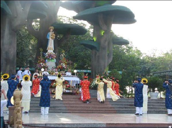 Năm Linh Mục: 150.000 người hành hương thánh địa La Vang ngày lễ Đức Mẹ Lên Trời