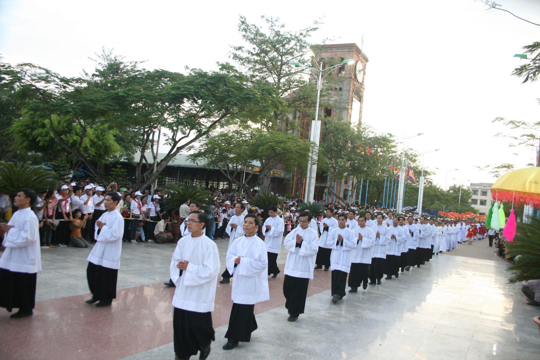 Lễ Vọng Đức Mẹ Hồn Xác Lên Trời tại Linh địa La Vang