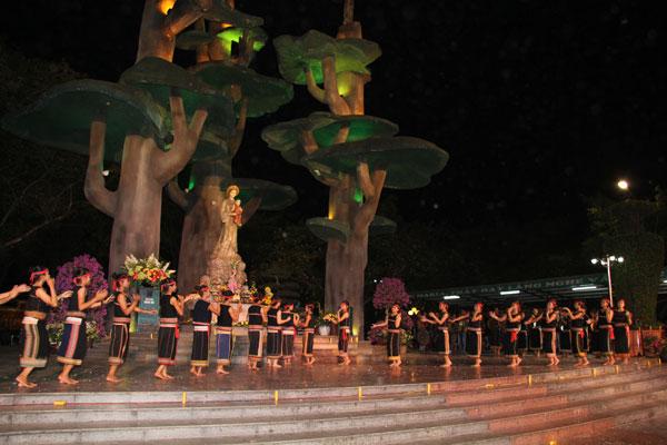 Buôn Yahlong hành hương đến La Vang – Ra Khỏi Chính Mình!
