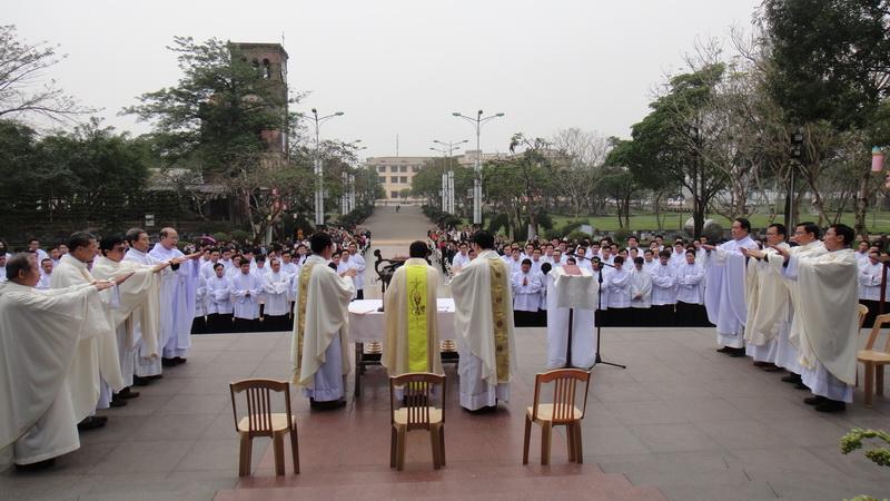 Hình ảnh Đại Chủng Viện Huế hành hương Mẹ La Vang đầu năm mới (1.1.2014)
