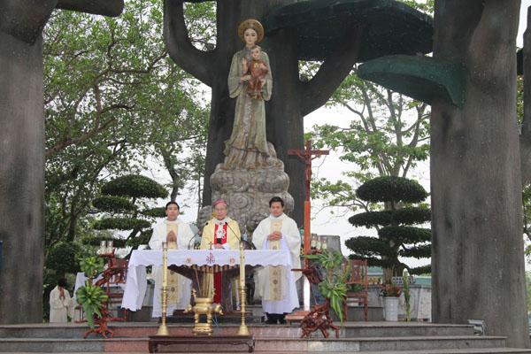Hình ảnh TTHH Mẹ La Vang cử hành Thánh lễ đầu tháng