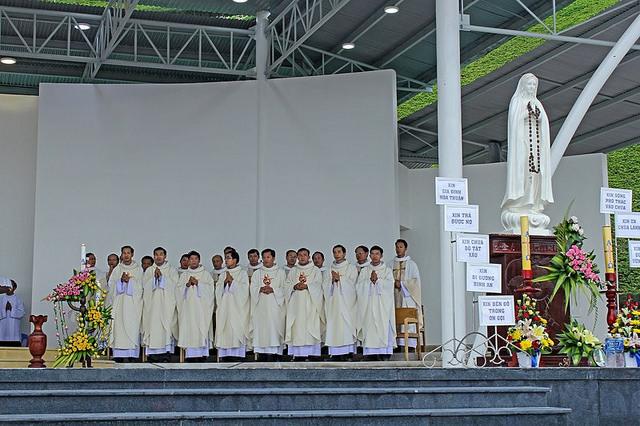 Hành hương Đức Mẹ Tà Pao tháng 12-2014