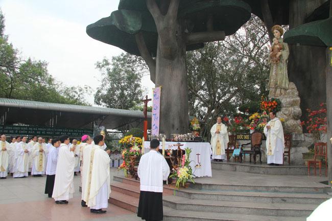 Thánh lễ cầu bình an đầu Năm Mới tại TTHH Đức Mẹ La Vang