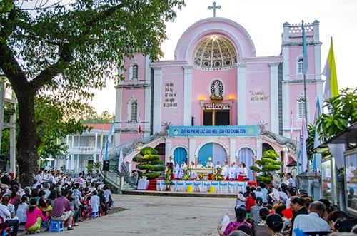 TTHH Mẹ Trà Kiệu: Đại lễ mừng 130 năm Đức Mẹ hiện ra (1885 – 2015)