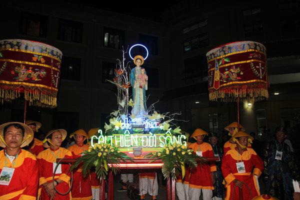 Đức Mẹ La Vang ban ơn chữa lành cho vua Khải Định