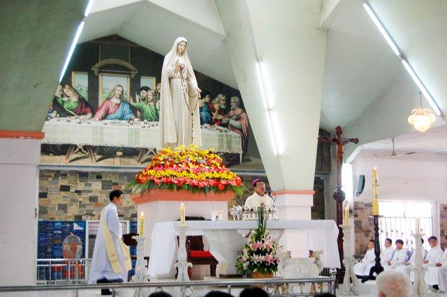 Từng ngàn người vể Trung Tâm Thánh Mẫu Fatima Bình Triệu tôn kính Mẹ 13/05/2006