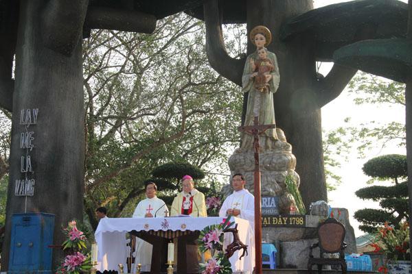 Hình ảnh Thánh Lễ thứ bảy đầu tháng tại TTHH Mẹ La Vang (03.2014)