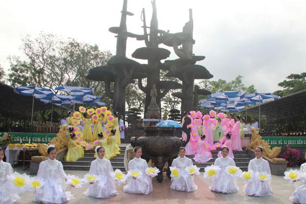 Khai mạc Tháng Hoa tại TTHH Mẹ La Vang