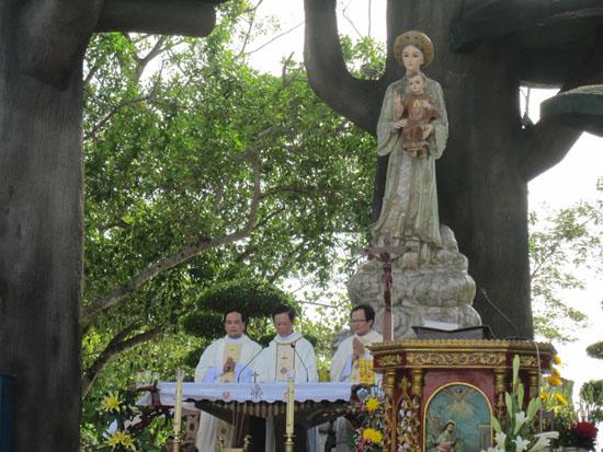 TTHH Đức Mẹ La Vang dâng Thánh Lễ thứ 7 đầu tháng (6.2014)