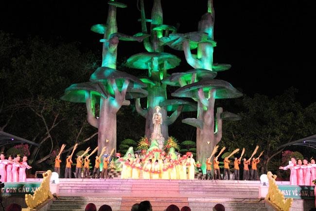 Đại Hội La Vang 30: Video đêm canh thức bên Mẹ La Vang