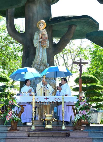 TTHH Đức Mẹ La Vang dâng Thánh Lễ thứ bảy đầu tháng (6.9.2014)