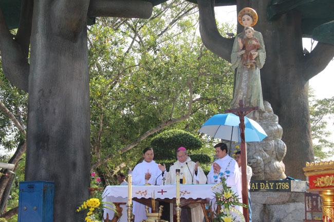 Thánh lễ thứ 7 đầu tháng tại TTHH Đức Mẹ La Vang (4.10.2014)
