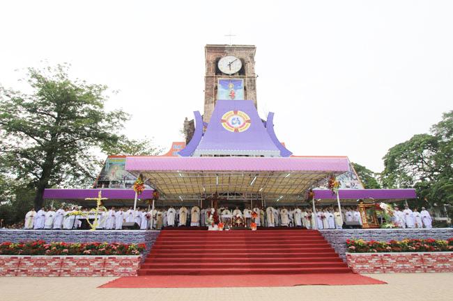 TTHH Mẹ La Vang đón chào ĐHY Fernando Filoni đến thăm và dâng Thánh Lễ