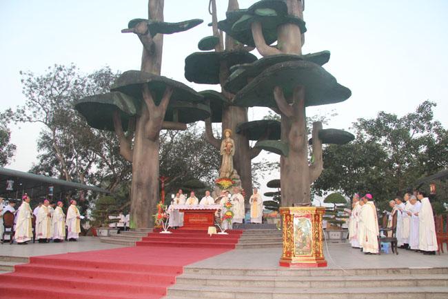 ĐHY Fernando Filoni dâng Thánh lễ trọng thể kính Đức Mẹ La Vang