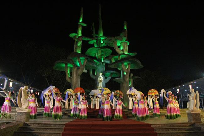 ĐHY Fernando Filoli tham dự đêm diễn nguyện tại Linh đài Mẹ La Vang