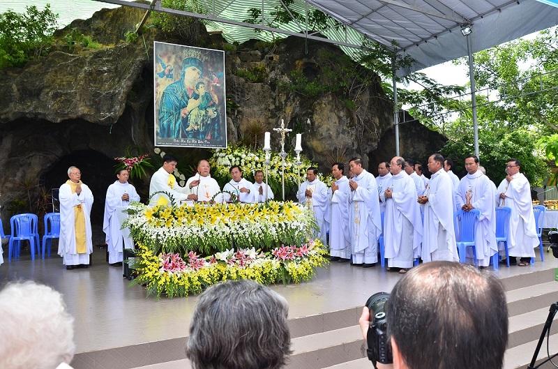 Đức Mẹ La Mã Bến Tre: Mừng kỷ niệm 65 năm Đức Mẹ Lộ Hình
